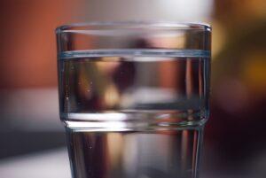 dzbanek filtrujący, czysta woda