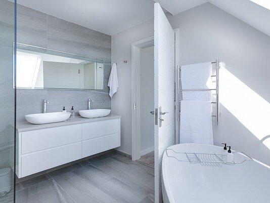 meble do łazienki białe