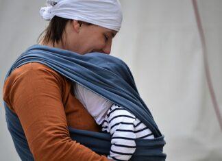 dziecko w chuście